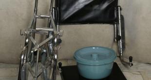 ویلچر لگن دار تاشو حمامی 6
