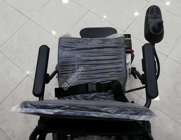 ویلچر برقی مسافرتی تاشو ۰۱۱۰۵LA (3)